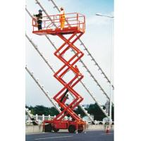 Self-propelled hydraulic scissor lift with extendable platform