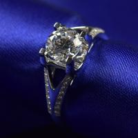 China Brilliance Cut Moissanite Diamond Engagement Rings 1ct 6.5mm With 18K White Gold Material on sale