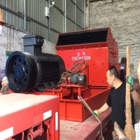 Wholesale Wear Resistant Hammer Rock Crusher , Box Crushing Machine 1t/H-3t/H Capacity from china suppliers