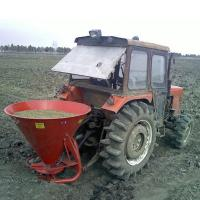 China Mobile tractor drive fertilizer spreaders on sale